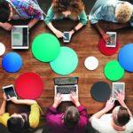 Online-Gruppen bringen Gleichgesinnte virtuell an einen Tisch. Foto: Fotolia/Rawpixel.com